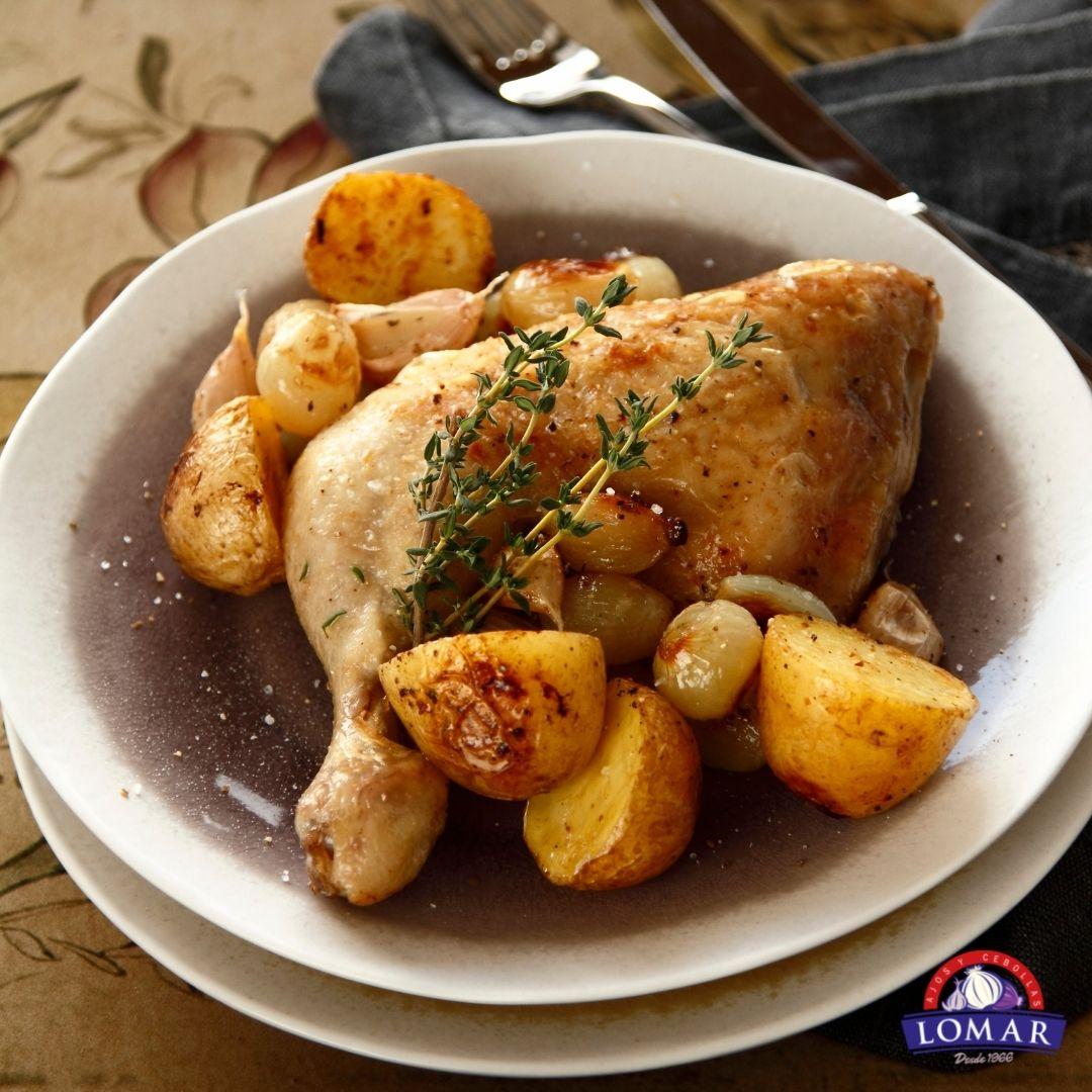 Pollo asado con patatas y cebolla