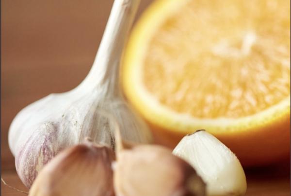 Ajo y naranja contra las varices, remedio casero